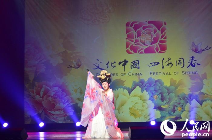李玉刚献唱《梨花颂》. 夏雪 摄-文化中国 四海同春 温暖在韩华人