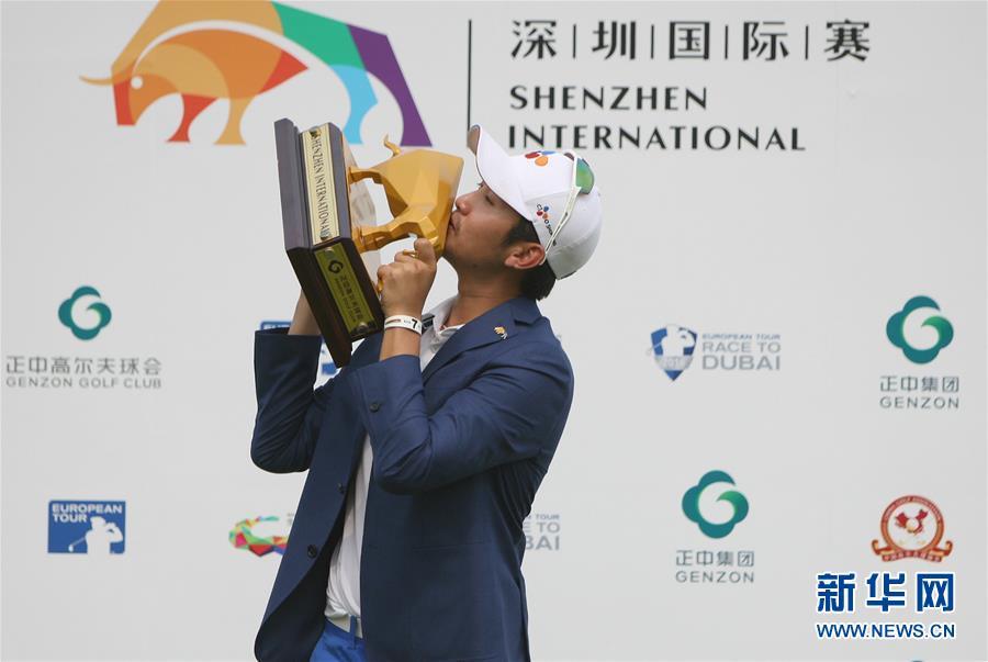 (體育)(1)高爾夫——深圳國際賽:韓國選手李首民奪冠
