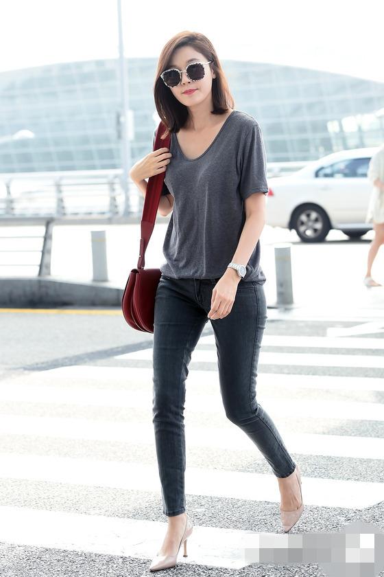 金荷娜飛馬來西亞拍新劇 機場穿搭簡約幹練【組圖】