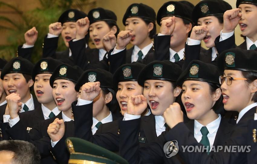 韓國梨花女子大學舉行後備軍官入隊儀式 學員顏值高氣質佳【組圖】
