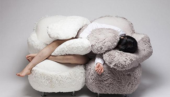韓設計師制作擁抱沙發