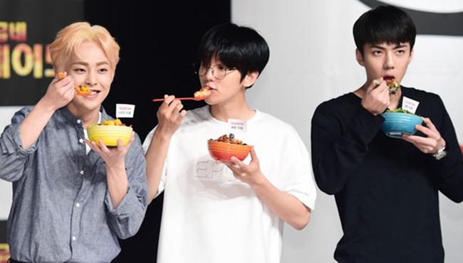 EXO簽名會變呆萌吃貨