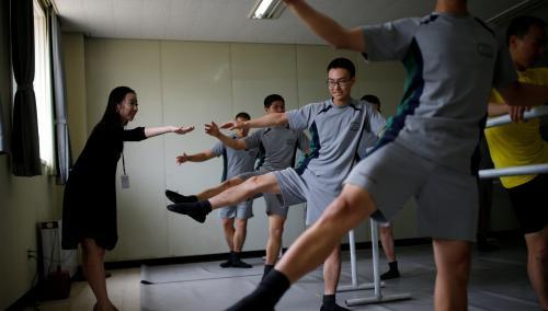 韓軍人學芭蕾減壓