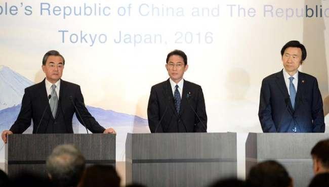 中日韓外長舉行記者會