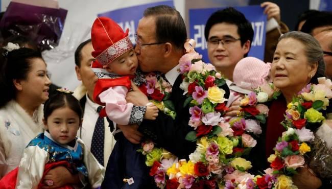 潘基文卸任回韓國 民眾夾道歡迎