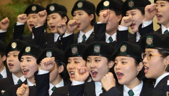 韓國梨花女子大學舉行後備軍官入隊儀式