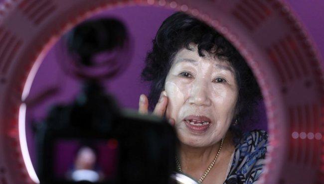 韓國70歲奶奶教化粧 視頻直播成超級網紅