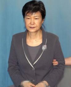 韓幹政門涉案人繼續受審 樸槿惠穿涼鞋面容憔悴不堪