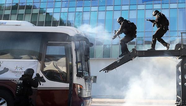 韓國警方在冬奧會場館舉行反恐演習