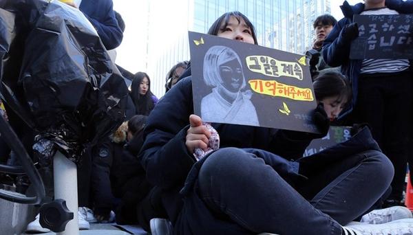 韓國民眾嚴寒中堅持集會 要求日本就慰安婦問題道歉