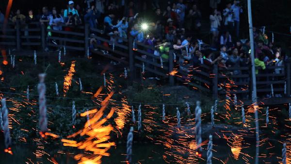 韓國鹹安郡舉辦傳統落火節