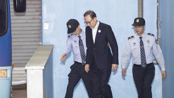 韓國前總統李明博首次出庭受審否認檢方指控