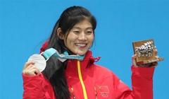 單板滑雪——女子U型場地:劉佳宇參加頒獎儀式(組圖)