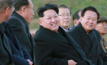김정은, 청년군인 대합창공연 관람