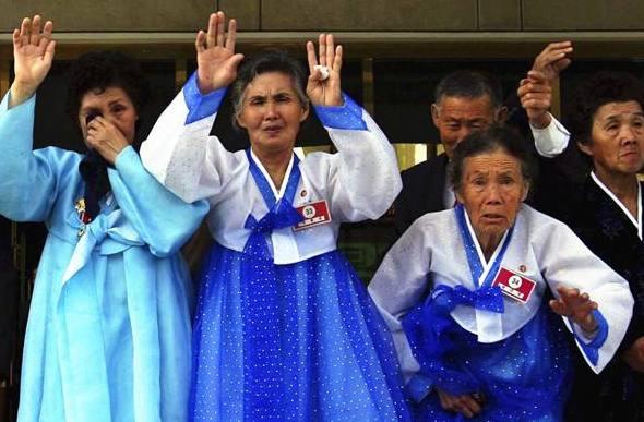 韓朝離散家屬聚首回放:相擁而泣 互訴衷腸