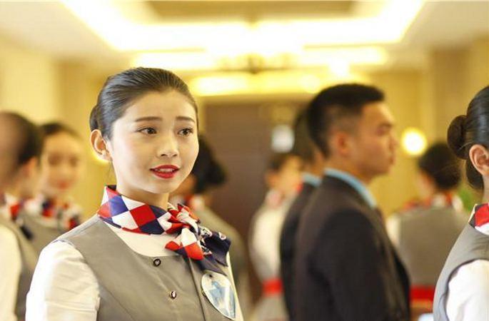 中 쓰촨 대학교서 승무원 초빙...'95후'미녀 장기 자랑