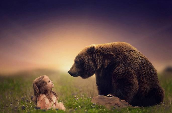 아이와 동물의 따뜻한 순간을 담은 사진작품