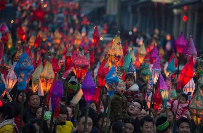 """中쓰촨, 만인이 """"치마등""""으로 복을 기원"""