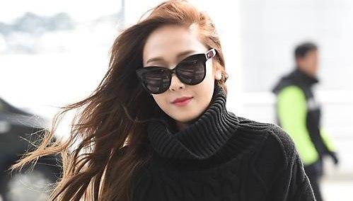 鄭秀妍赴巴黎時裝周