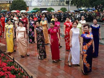 충칭 치파오쇼로 세계 여성의 날 경축