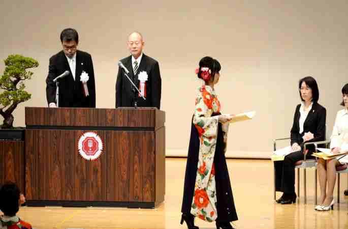중국 사진작가가 찍은 일본 여자대학교의 졸업식 모습