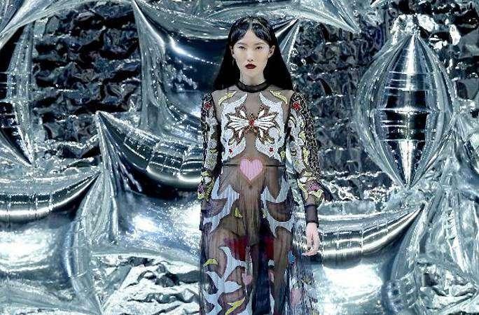 Mary Katrantzou 패션쇼 베이징서
