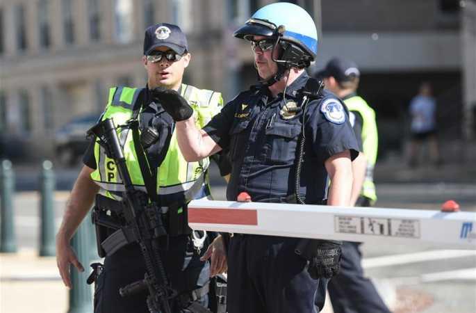 총기 휴대 용의자,美국회의사당 방문자센터서 경찰의 총을 맞고 체포돼