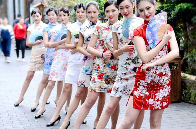 청두, 치파오 패션 뽐내는 예비 스튜어디스들