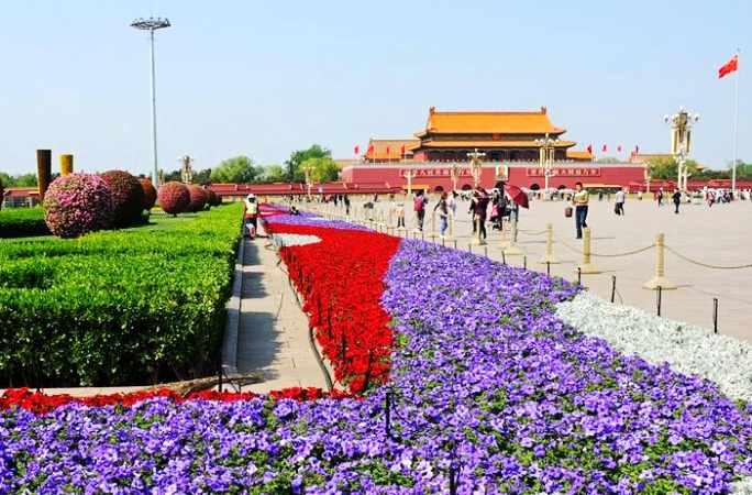 中 베이징 톈안먼 광장 '5.1'연휴 맞아 꽃단장