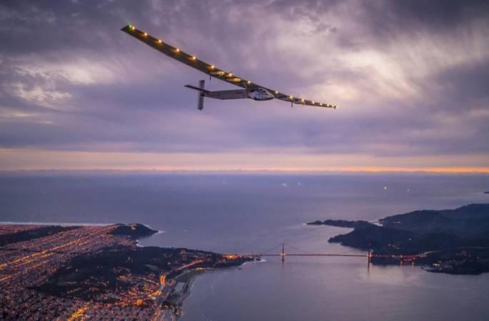 세계에서 가장 큰 태양광 비행기 태평양을 넘어 샌프란시스코에 도착