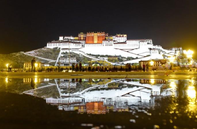 '하늘 궁전' 포탈라궁의 아름다운 야경