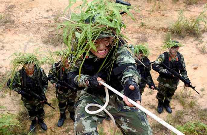 '수풀 속 추격자' 해방군 밀림 추격 훈련 실시
