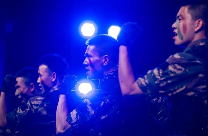 700여명 마카오 사생들, 마카오 주재 해방군 부대서 어린이날 경축