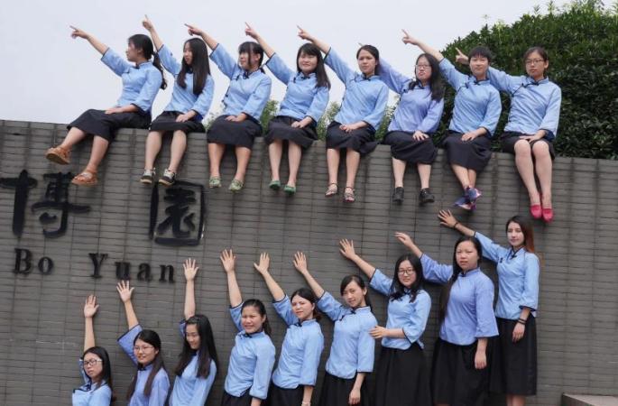 충칭 대학생들의 졸업사진-청춘을 기념하여
