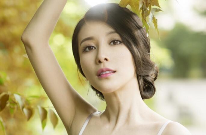 실력파 배우 류위신, 초여름의 뮤즈로 변신