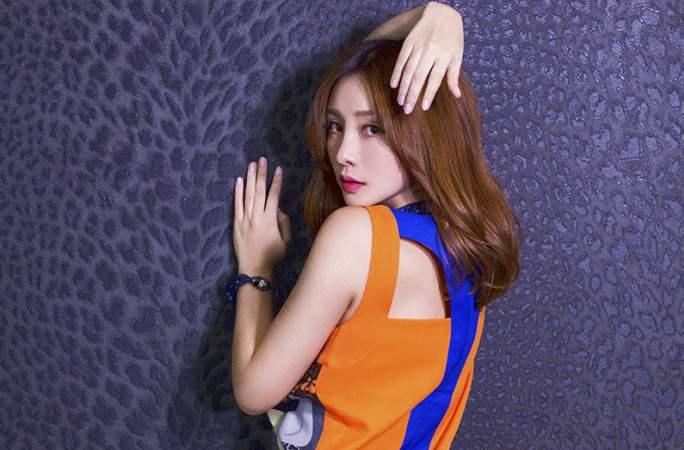 류옌 심야에 화보 공개...여성미 폭발