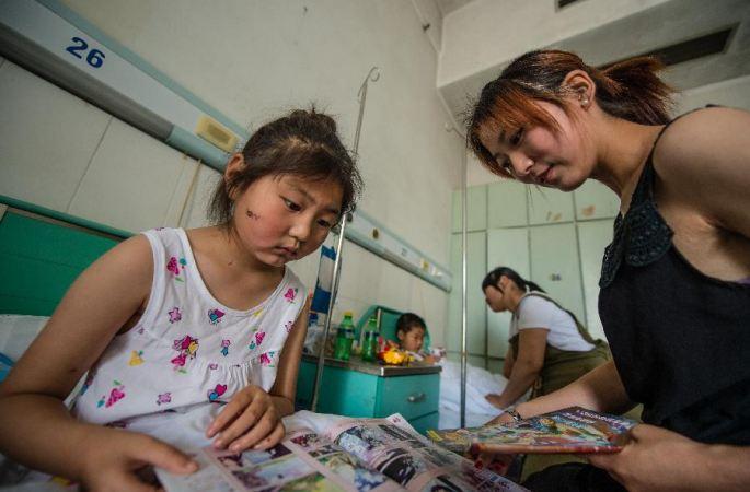 [장쑤 옌청 강대류성 기상재해] 몸으로 문을 막아 학생들을 보호한 선생님