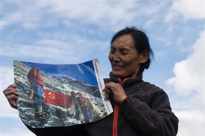 시짱 여 등산가 41년의 영광, '나는 쵸몰랑마봉에서 입당했다'