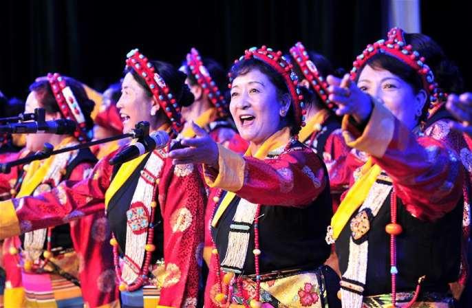 시짱 노간부들, 흥겨운 노래와 춤으로 창당 95주년 경축