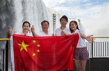 중국 리우올림픽 성화봉송자들 브라질 포스두이구아수 도착