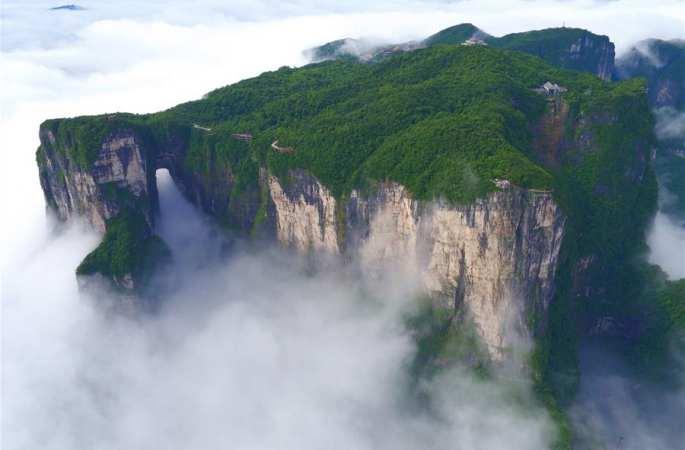선경같은 장가계 톈먼산(天門山)의 운무가 장관