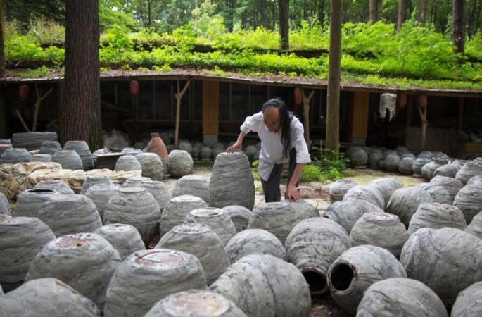 中구이저우 칠순 돌장인 은둔 20년만에 맨손으로 환상의 성 만들어