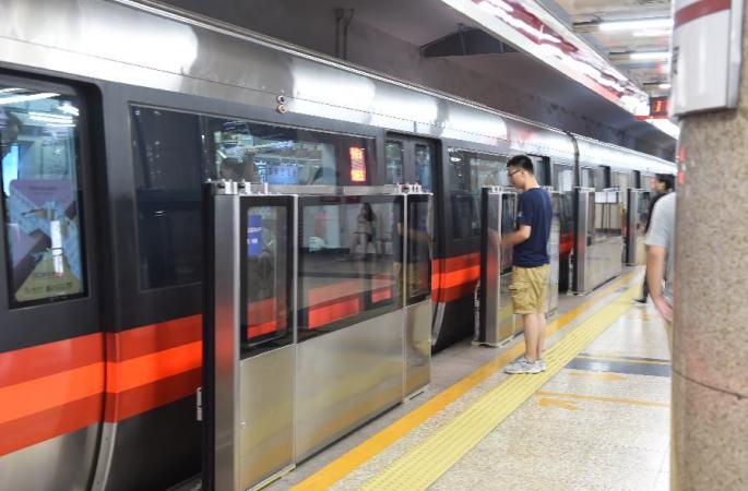 베이징 첫 지하철 베이징 1호선, 첫 스크린도어 설치 성공