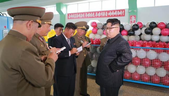 金正恩視察漁具廠