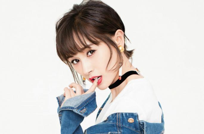 왕즈원 최신 화보 공개, 귀엽고 부드러운 여성미 연출