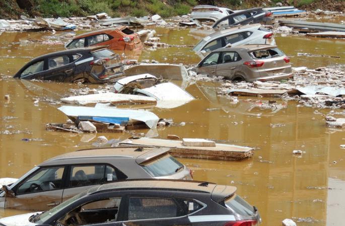 시닝 강우에 주차장 침몰, 근 백대 새차 피해