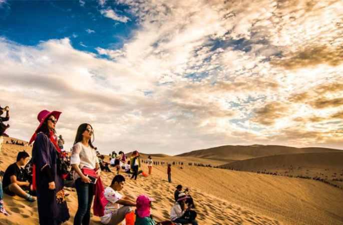 마음의 산책… 간쑤 둔황의 붉은 노을과 황금빛 사막