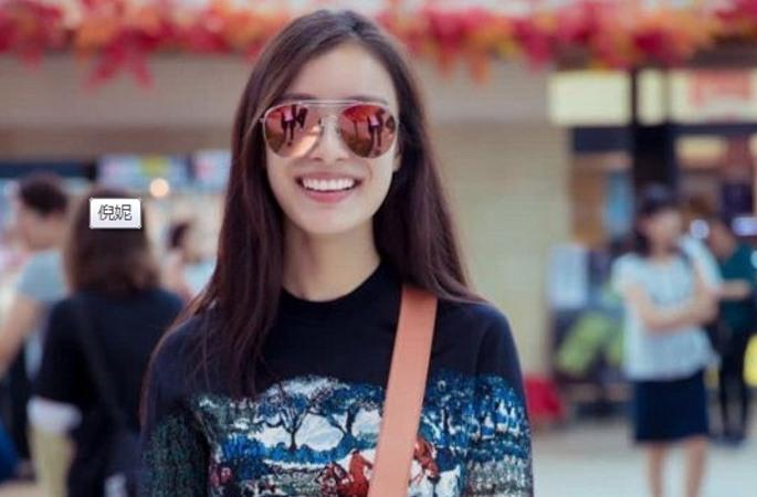 니니 공항 패션...편한 옷차람에 밝은 미소