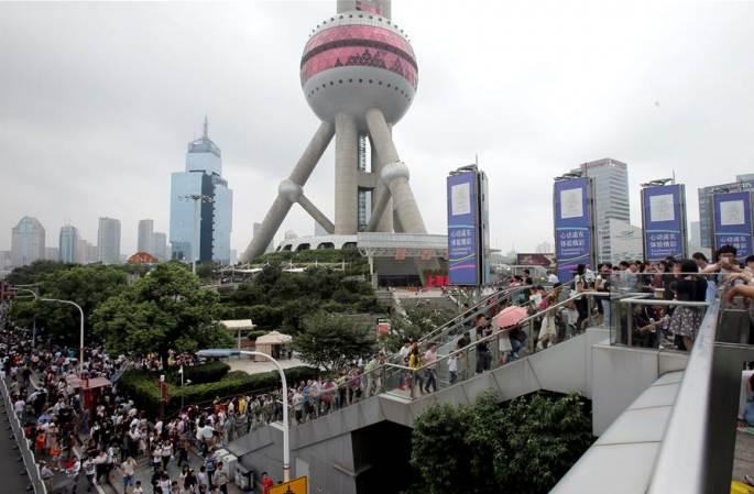 中 국경절 연휴 셋째 날 상하이 루지아주이 인기몰이