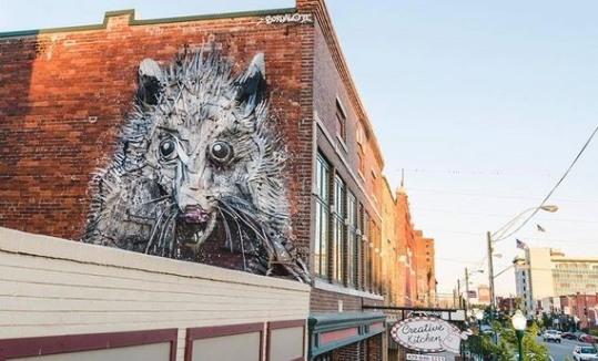 藝術家回收垃圾制作動物雕像